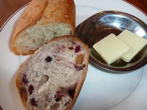 パスタセットのパン