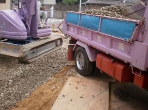 掘り方、そして栗石の搬入